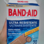 Trollado por uma caixa de Band-aids da Johnson & Johnson